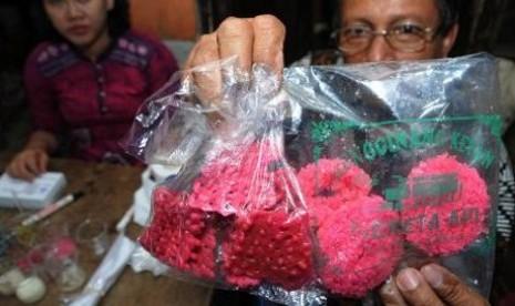 Waspada, Kerupuk Berpewarna Tekstil Beredar di Pasaran