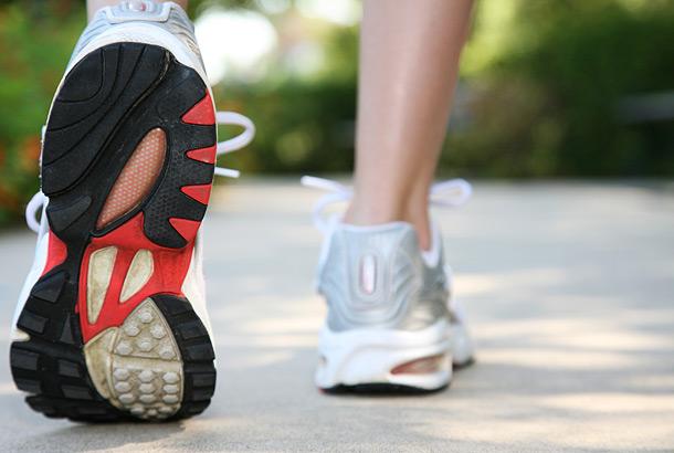 10 Manfaat jalan kaki di pagi hari<span class=