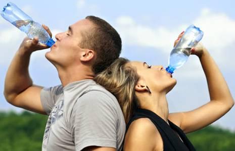 6 Manfaat Mengkonsumsi Air Putih di Pagi Hari