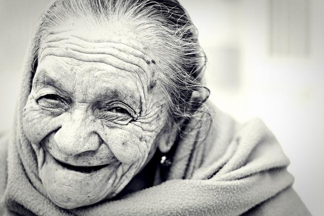 Tips merawat orang tua di rumah