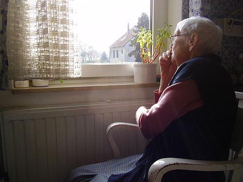 Perasaan sepi di masa tua