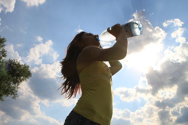 Manfaat minum air putih setelah bangun tidur pagi