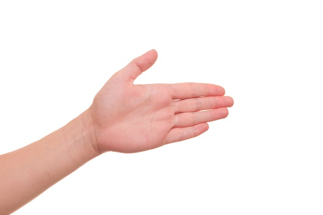 Cara mengatasi tangan berkeringat secara alami