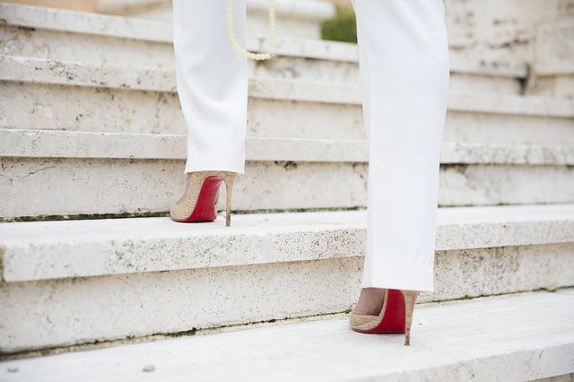 Kebiasaan yang membuat sakit - Kebiasaan dalam memakai sepatu