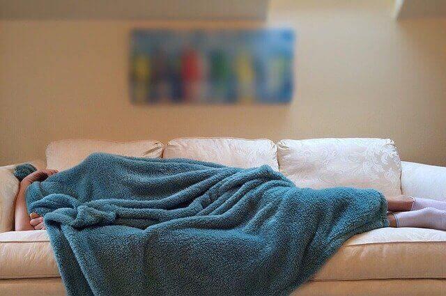 Cara Mengatasi Asam Lambung Saat Puasa dengan tidak langsung tidur setelah sahur
